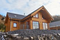 Ferienhaus Annika - 100 qm Wohnfläche  - WLAN (VDSL) - Sauna - Kamin - Hunde erlaubt - voll umzäunte Terrasse im Feriendorf Rieden Eifel.